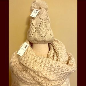 NWT Old Navy hat/infinity scarf combo